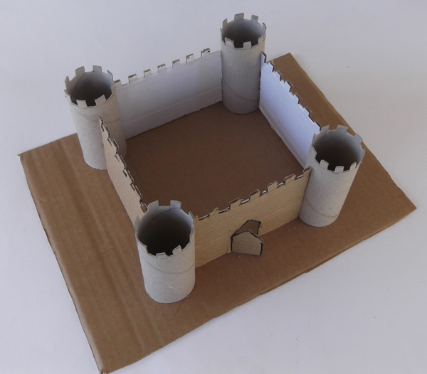 κάστρο από χαρτόνι, κάστρο με ρολά χαρτί υγείας, κάστρο για παιδιά, κάστρο κατασκευή, κάστρο χειροτεχνία,
