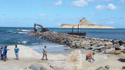 يعملان في مشروع تهيئة شاطئ رفراف: الإطاحة بسارق الرّمل وشريكه