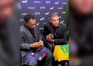 Les images de la rencontre entre Pelé et Kylian Mbappé