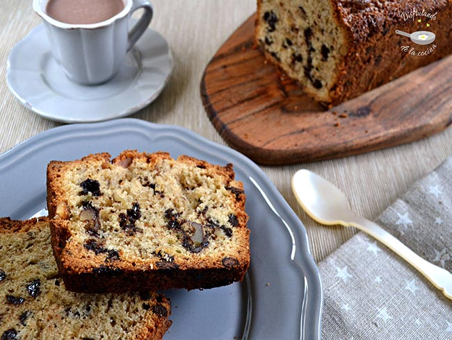 Plum cake con pepitas de chocolate y nueces