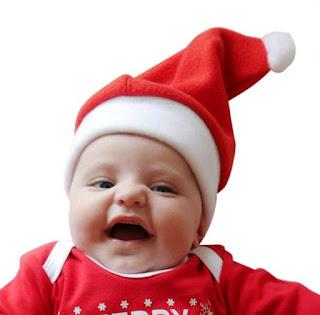 Bayi-lucu-pakai-topi-santa-saat-natal