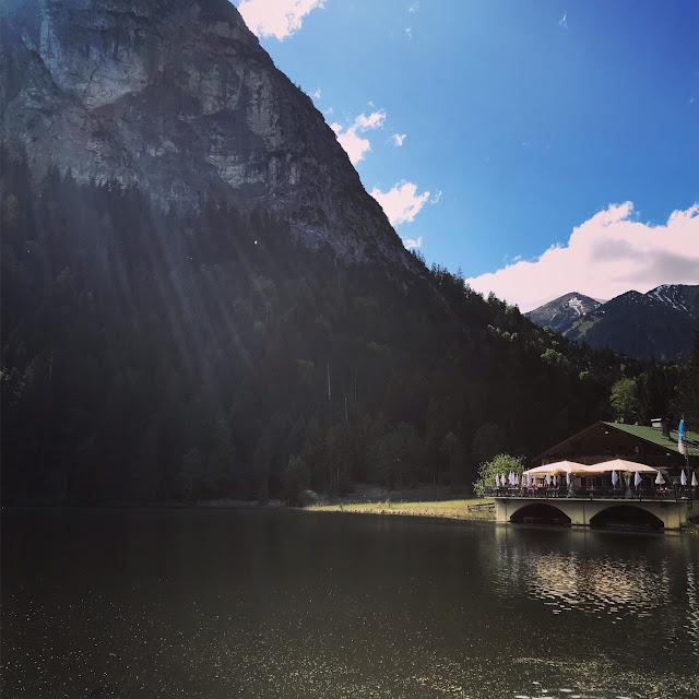 Berggasthof Plfegersee Garmisch-Partenkirchen, Berghochzeit in Bayern am See, Hochzeitslocation