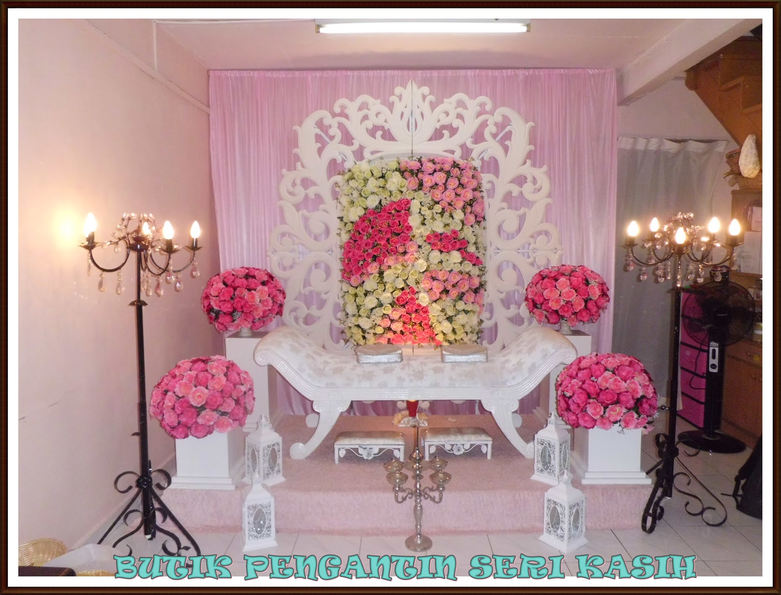 Pelamin Di Dalam Rumah Dengan Tema Pink