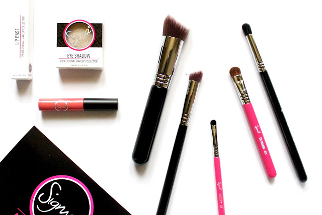 Sigma Beauty Welcome Kit review, sigma makeup brushes review, sigma eye shadows review, sigma lip base review, sigma lip vex review, photos, price and buy online india
