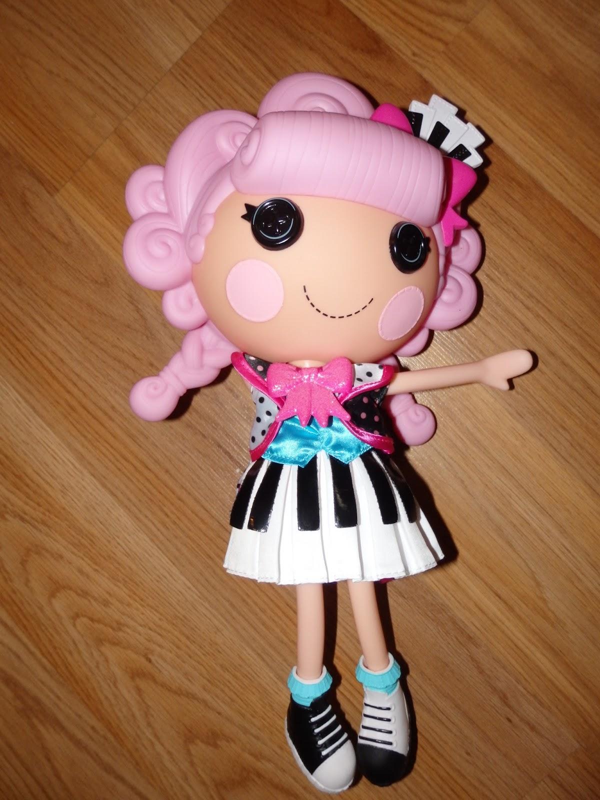 Key Sharps N Flats Doll dress is really beautiful.