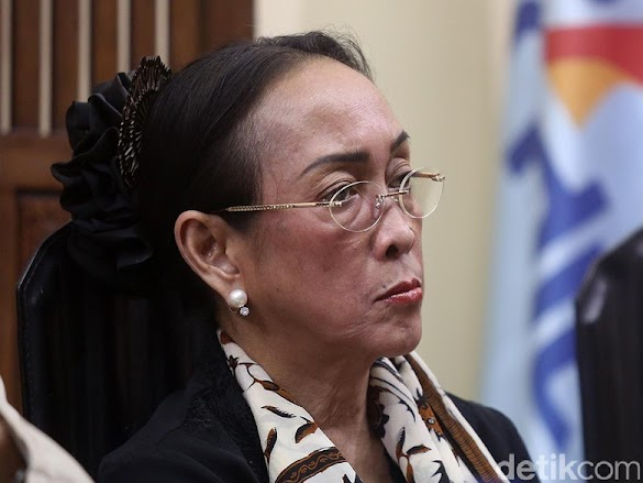 PKS: Singgung Azan, Puisi Sukmawati Ganggu Keberagaman