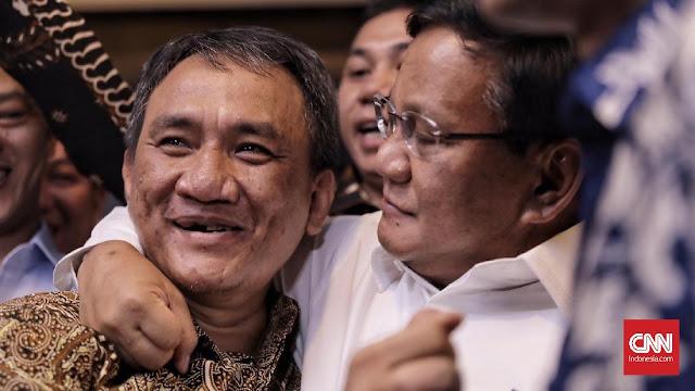 Sempat Sebut Jenderal Kardus, Andi Arief Dirangkul Prabowo