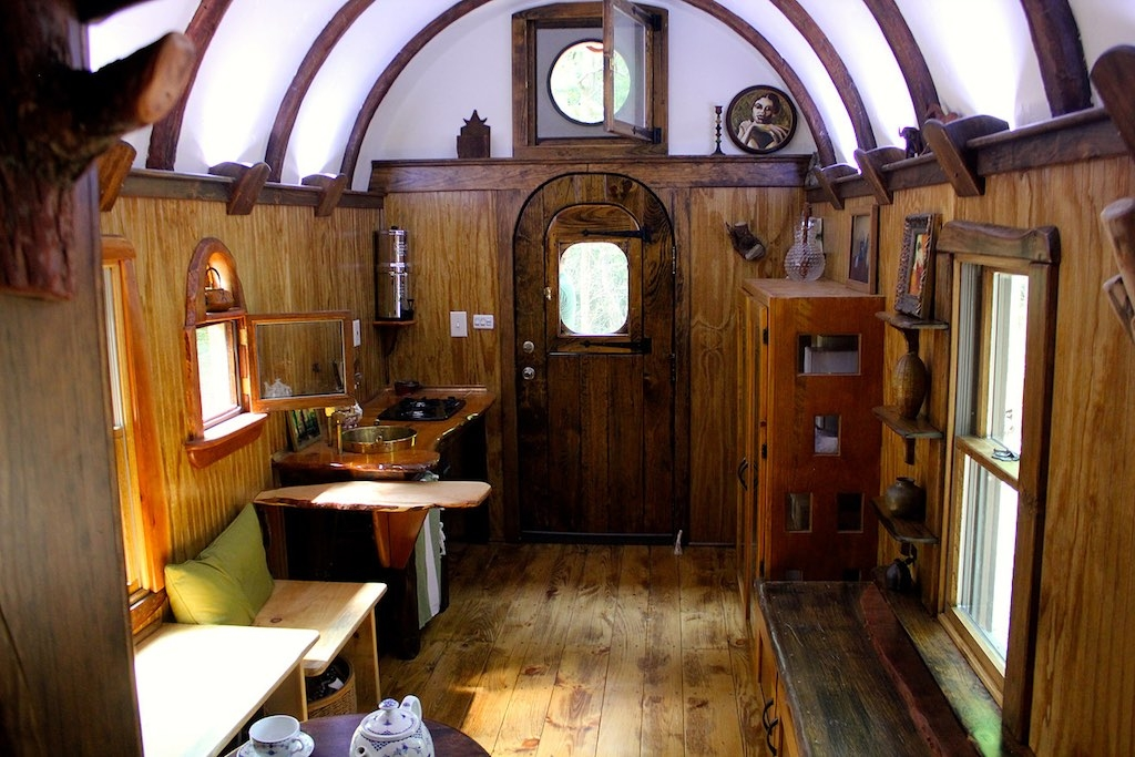 07-The-Unknown-Craftsmen-Architecture-with-the-Vintage-looking-Tiny-House-on-Wheels-www-designstack-co