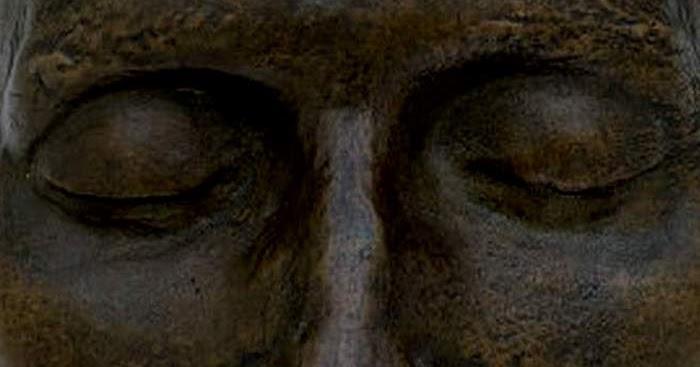 Máscara Mortuária na França: De Olhos Bem Fechados