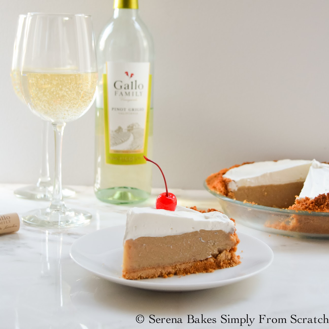 Frozen Root Beer Float Pie the perfect pie for summer picnics, potlucks and barbecues.