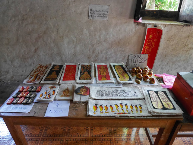 souvenirs for sale at wat pa huak
