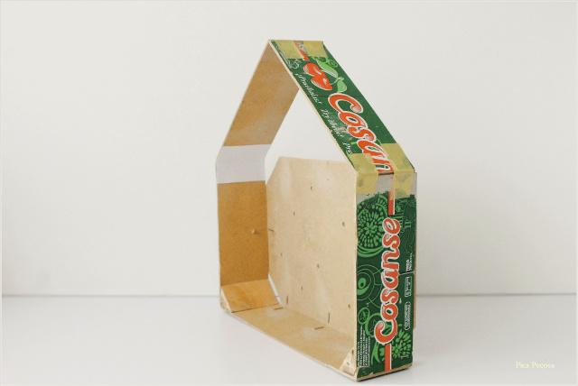 como-hacer-estante-casita-diy-caja-fresas-reciclada-paso-4
