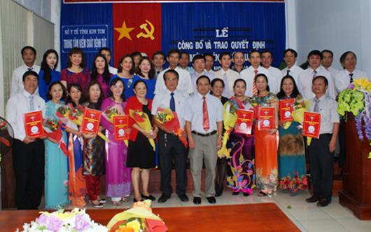 Trung tâm Kiểm soát bệnh tật tỉnh Kon Tum trao Quyết định bổ nhiệm chức danh viên chức quản lý các khoa phòng