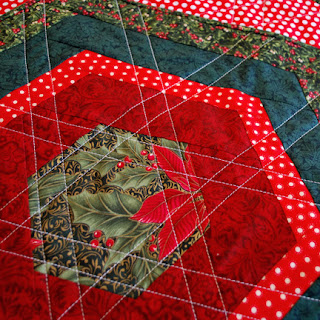 hexagon Christmas table topper - QuiltBee