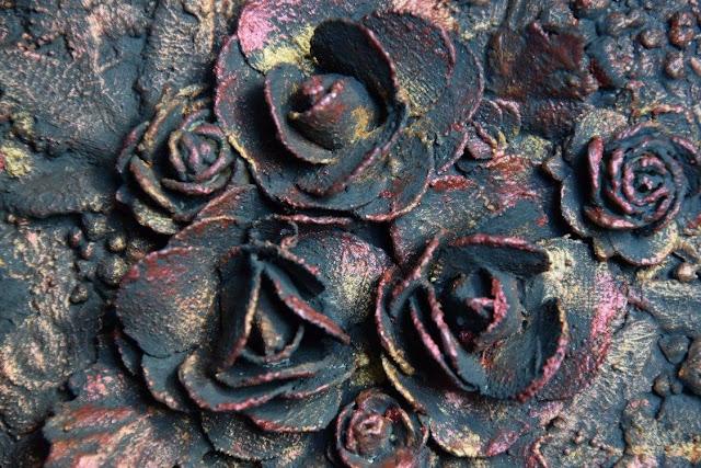 kwiaty zabezpieczone gesso i woskiem