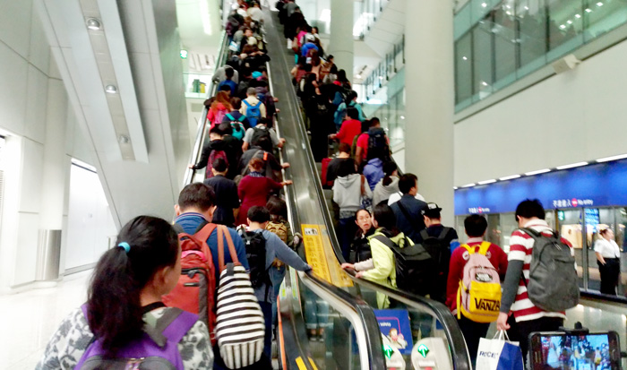 Evening rush to immigration counter