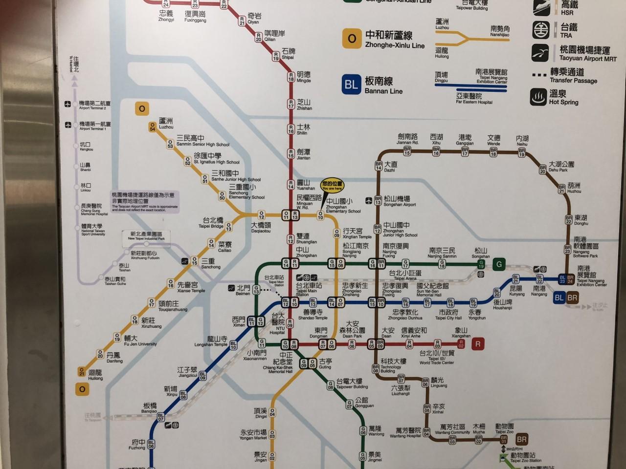 アロフト台北中山は駅を出てから真っすぐ歩くだけ!