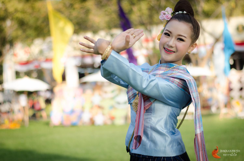 สาวนาฏศิลป์ สวนหรรษา นานาว่าวไทย งานกาชาดสวนลุม 2561