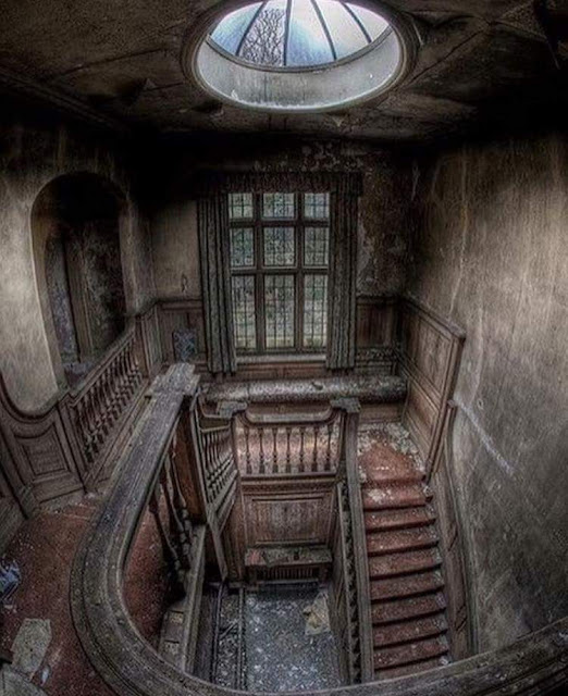 Lucarne, abandoned house