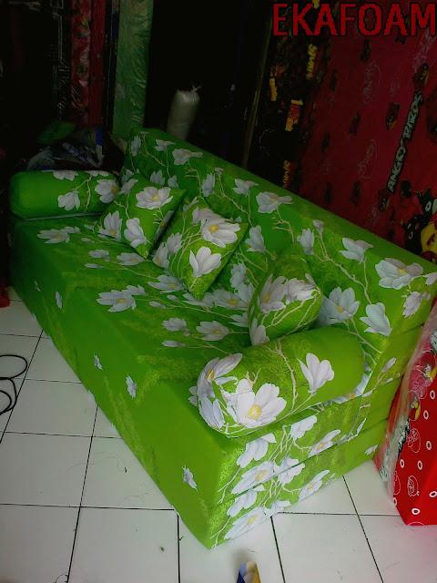 Sofa bed inoac terbaru 2016 motif ijo kapas