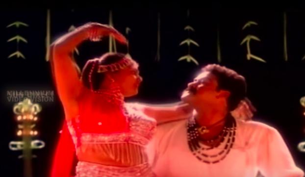 Thacholi Varghese Chekavar (1995): Maaleyum maarodalinjum Song Lyrics