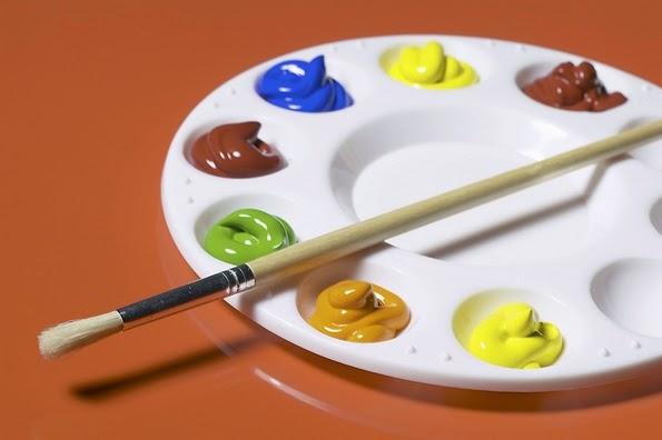 Utiliza distintos colores para pintar el dominó