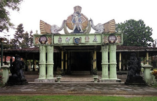 http://www.teluklove.com/2017/05/destinasti-objek-wisata-museum-wayang.html