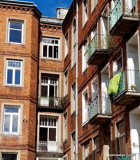 Warszawa Warsaw kamienica praskie klimaty architektura opuszczone stalowa praska balkon