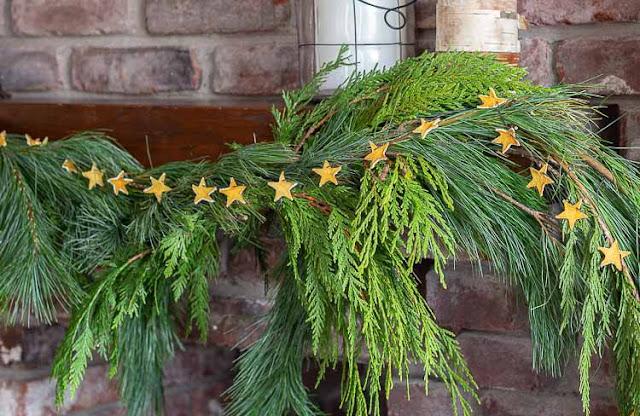 Cara Menghias Pohon Natal yang Unik Dengan Kulit Lemon