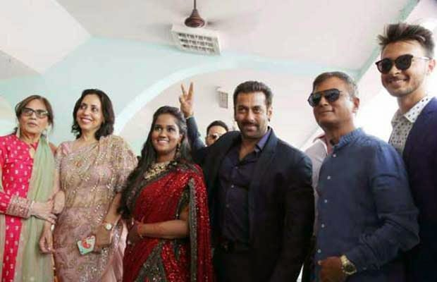 Salman Khan Grand Entry at Arpita Ayush Receiption in Himachal Pradesh
