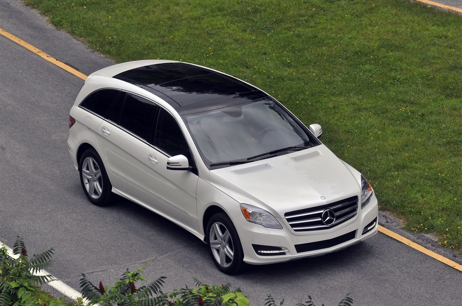 sport cars mercedes benz r350 hd wallpapers 2011. Black Bedroom Furniture Sets. Home Design Ideas