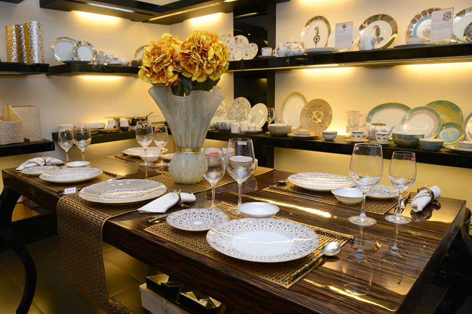 1cf5c4b094f Creating a Beautiful Table Setting with Modern   Contemporary Dinner ...