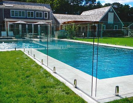 How the glass fence of the swimming pool looks