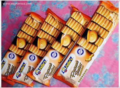 biskuit julie's peanut butter sandwich