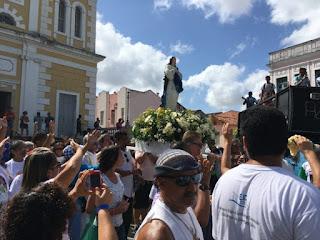 Centenas de fiéis acompanham procissão de Nossa Senhora da Conceição