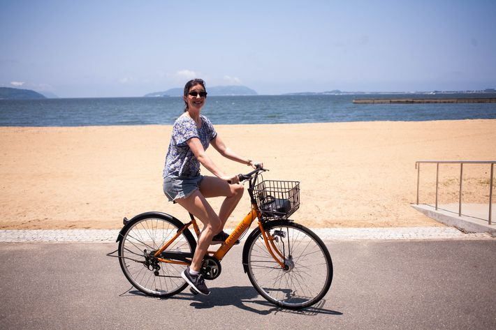 Fukuoka travel guide: renting a bike