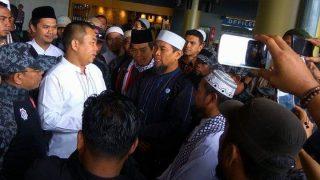 50 Mobil Kawal Kepulangan Ustadz Zulkifli dari Padang ke Payakumbuh