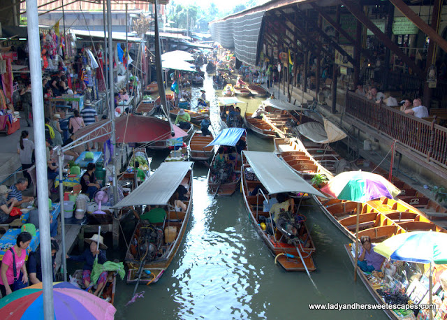 boats in the floating market in Bangkok