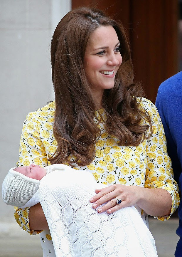 Royal baby girl born: Kate Middleton and family leave hospital