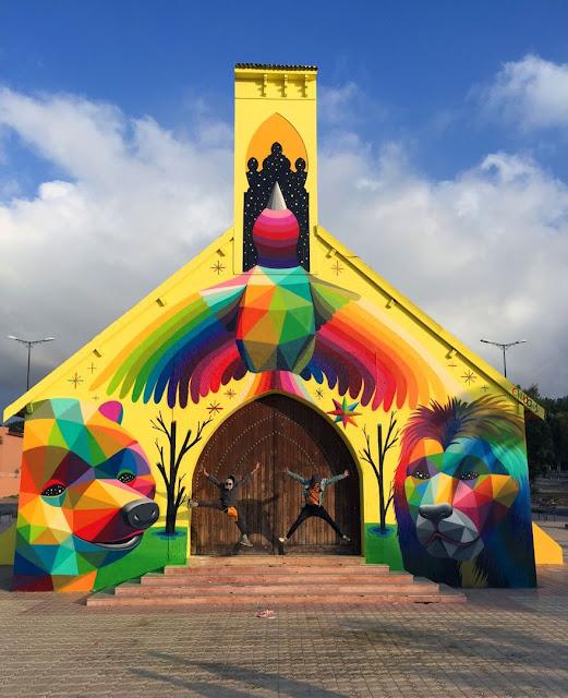 """بالصور.. """"Okuda San Miguel"""" فنان يحول كنيسة مهجورة في المغرب إلى تحفة فنية!"""