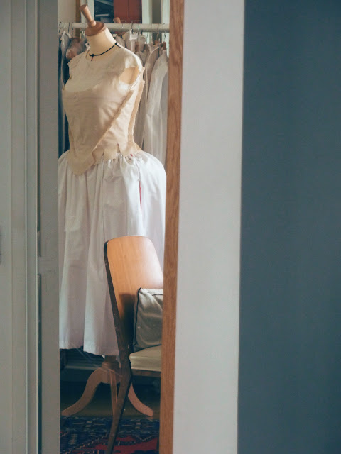 Costumes 18e siècle sur mesure par couturière à Versailles