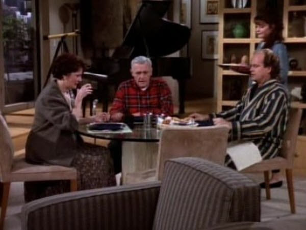 Frasier - Season 1 Episode 13: Guess Who's Coming to Breakfast