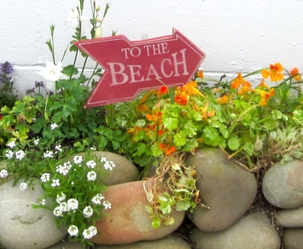 yard stakes with beach theme