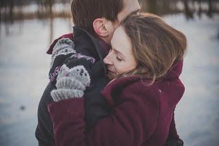 كيف اثير زوجي بالكلام والحركات: طرق لتصبحي لا تقاومين لزوجك