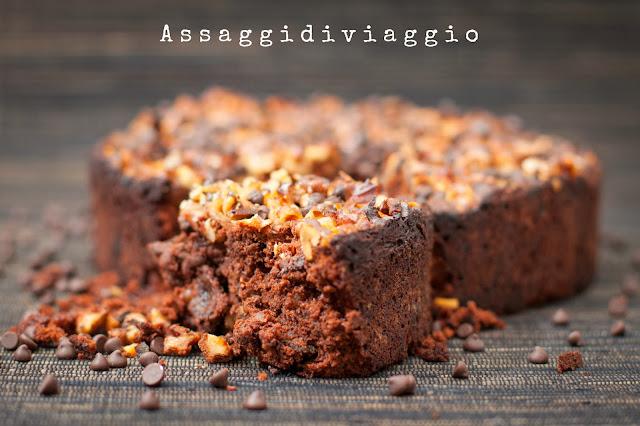 Torta al cioccolato, noci e prugne