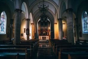 imagine cu interiorul unei biserici vechi - imagine preluată de pe christianpost.com