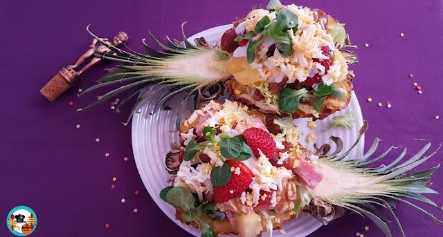 Piña rellena con ensalada de jamón