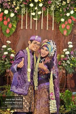 The beauties of wedding dress from java ethnics