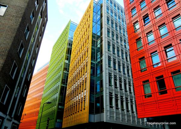 Londres - a arquitetura de St Giles Street