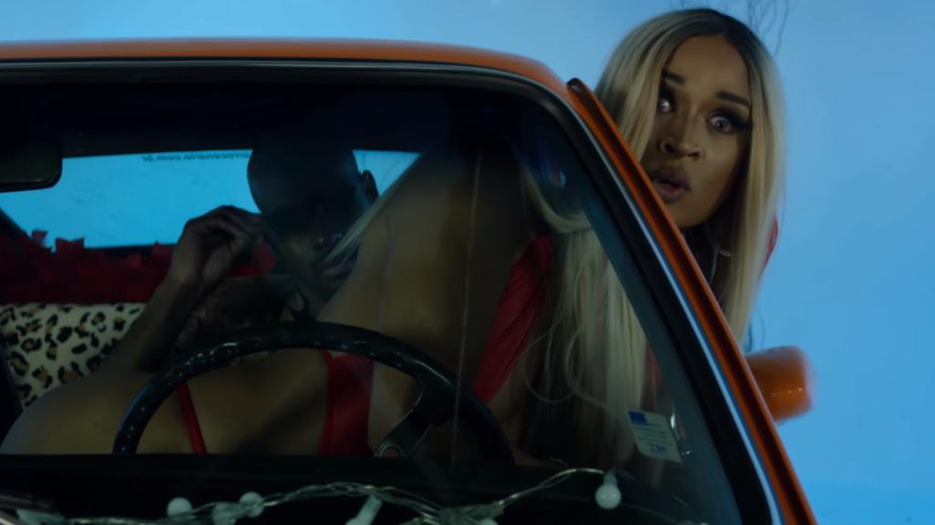 """Depois do hit """"Chifrudo"""", a cantora e drag queen está pronta pra quebrar a internet outra vez."""